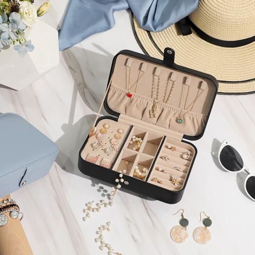 Rangez efficacement toutes vos petites merveilles avec nos solutions de rangement pour bijoux.