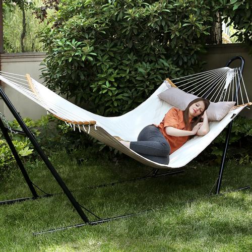 Nos meubles et équipements pour le jardin vous aident à mieux apprécier votre vie d'extérieur.